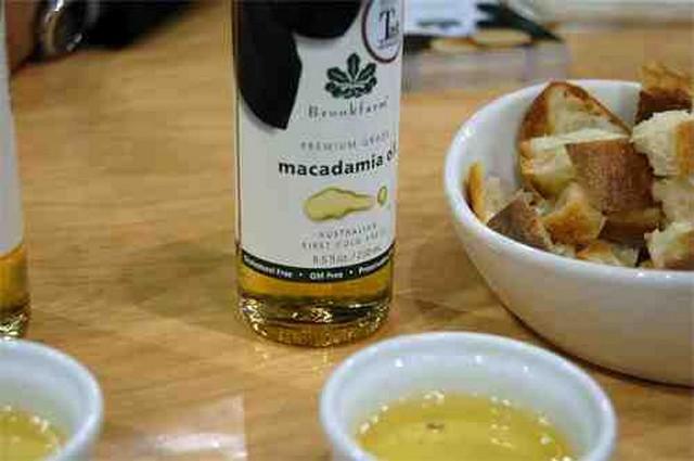 macadamia nut oil acne